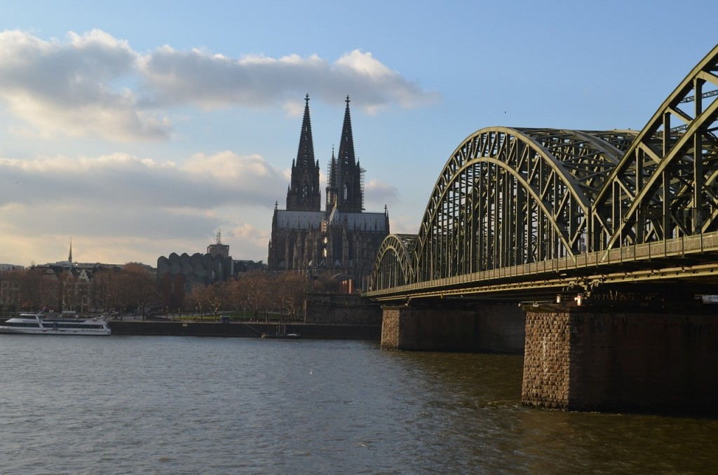 cologne-panorama-834682_1280