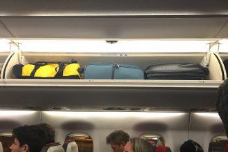 Blijf van mijn tas af in het vliegtuig